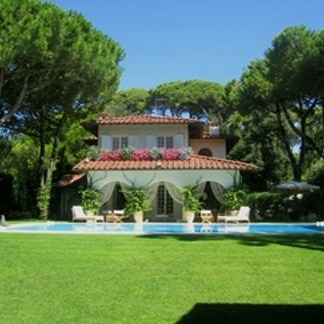 Rent luxury villas in Forte dei Marmi