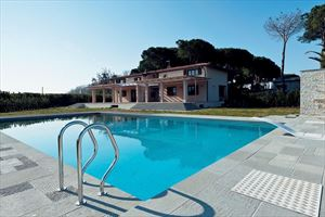 Detached  Villa Reality with swimming pool : villa singola in affitto e vendita  Marina di Pietrasanta