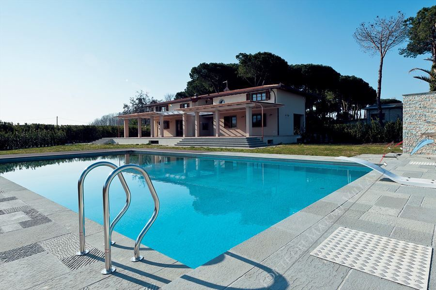 Detached  Villa Reality with swimming pool detached villa to rent and for sale Marina di Pietrasanta