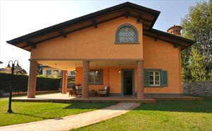 Villa   Gialla  : Outside view