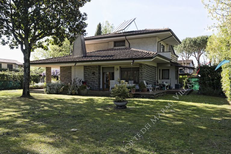 Villa Lucrezia detached villa to rent and for sale Forte dei Marmi