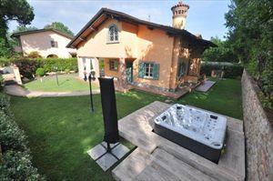 Villa   Gialla : Detached villa Forte dei Marmi