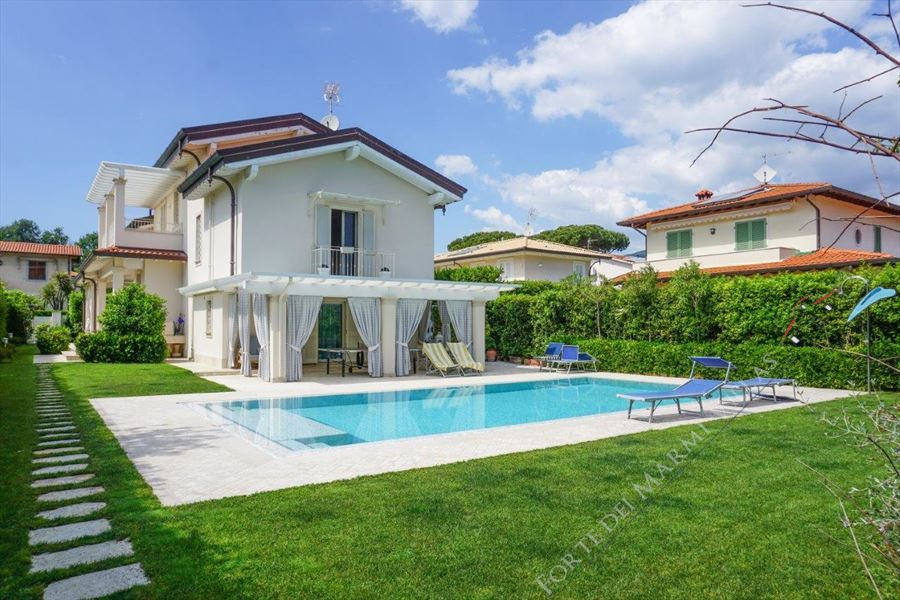 Villa Ludovica Forte  detached villa to rent and for sale Forte dei Marmi
