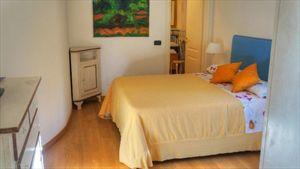 Villa Mandarina : спальня с двуспальной кроватью