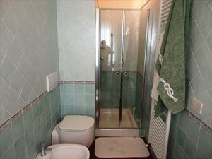 Villa Prada : Bathroom with shower
