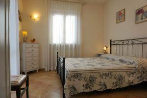 Villa Clivia : спальня с двуспальной кроватью