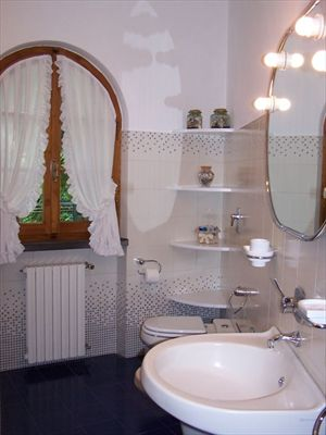 Villa Oliveta   : Bathroom with shower
