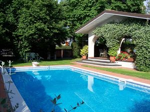 Villa Oliveta   : detached villa to rent  Forte dei Marmi