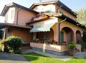 Villa Prada: Semi detached villa Forte dei Marmi