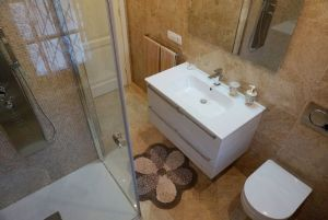 Villa Zora : Bathroom with shower