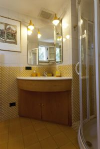 Villa Nancy : Bathroom with shower