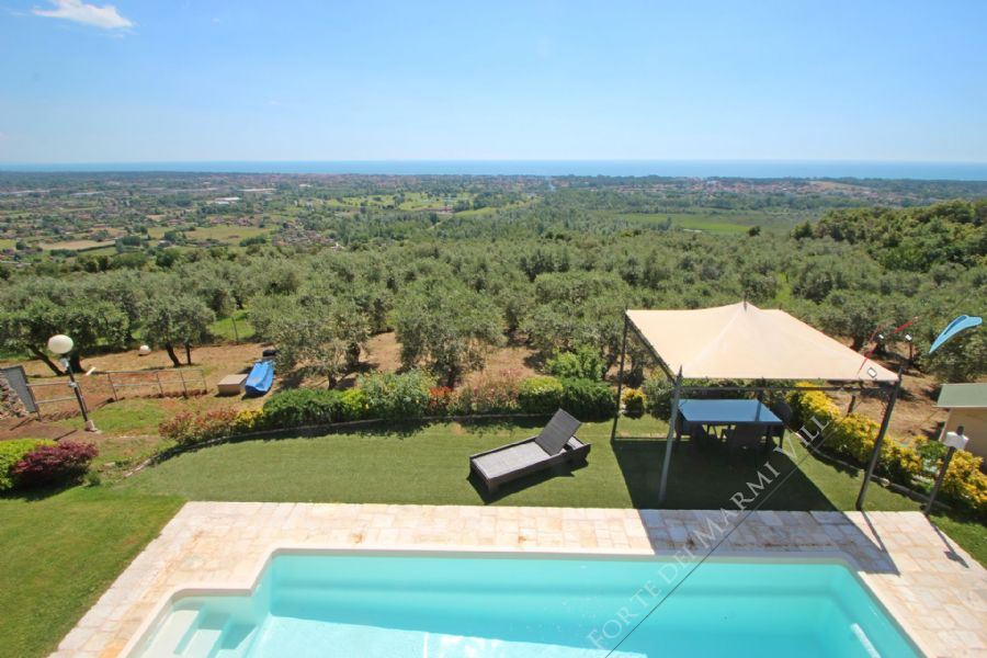 Villa Palatina - Detached villa to Rent and for Sale Pietrasanta
