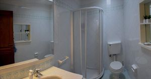 Villa Fiorita : Bathroom with shower