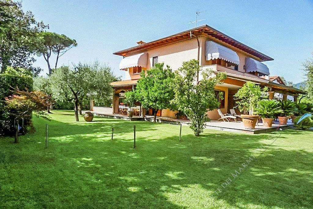 Villa Pietrasantese Отдельная вилла Аренда и на продажу Марина ди Пьетрасанта
