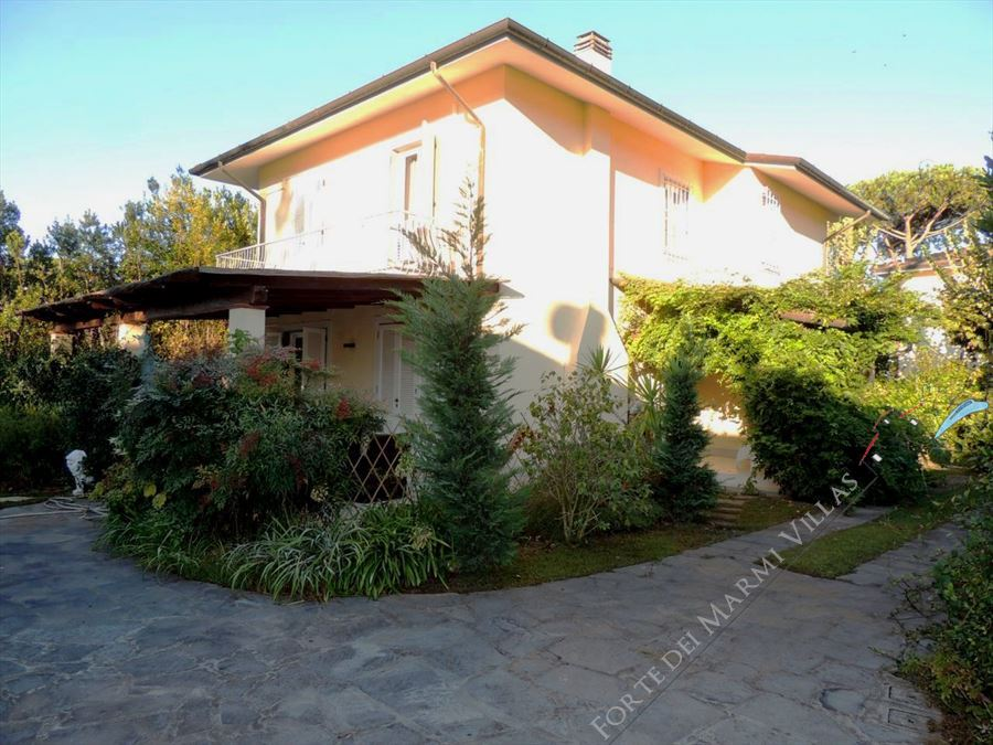Villa Anastasia detached villa to rent and for sale Forte dei Marmi