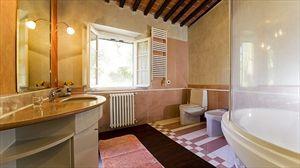 Villa Degli Aranci Lucca : Ванная комната с ванной