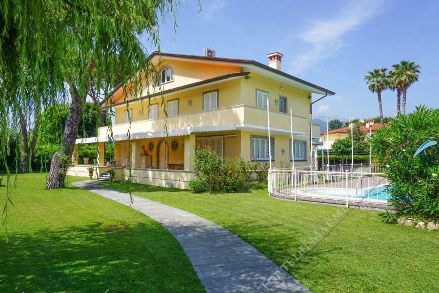 Villa Provence detached villa to rent Forte dei Marmi