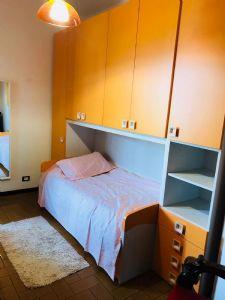 Villa Nike : спальня с односпальной кроватью