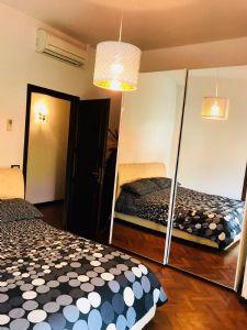 Villa Nike : спальня с двуспальной кроватью