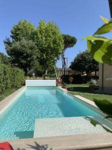 Villa Hermitage    : Piscina