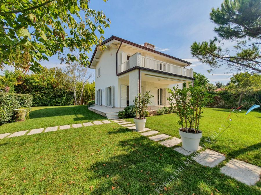 Villa First Class detached villa to rent Forte dei Marmi