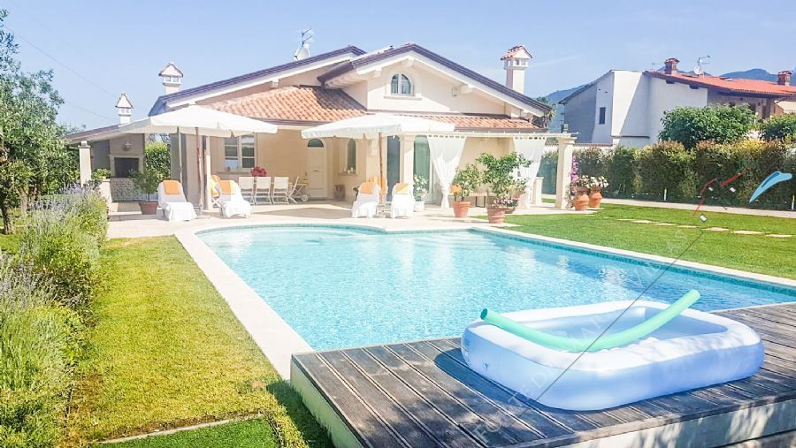 Villa Sibilla  Forte  detached villa to rent Forte dei Marmi