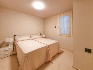 Villa Patrizia : спальня с двумя кроватями