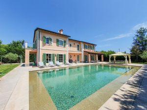 Villa Caravaggio villa singola in affitto e vendita Vittoria Apuana Forte dei Marmi