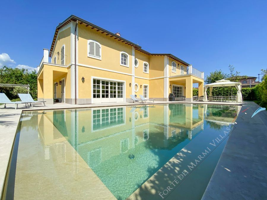 Villa Picasso detached villa to rent and for sale Forte dei Marmi