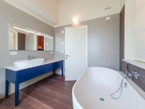 Villa Modigliani : Bagno con vasca