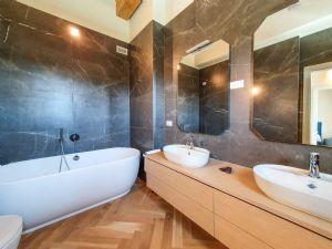Villa Bernini : Bagno con vasca