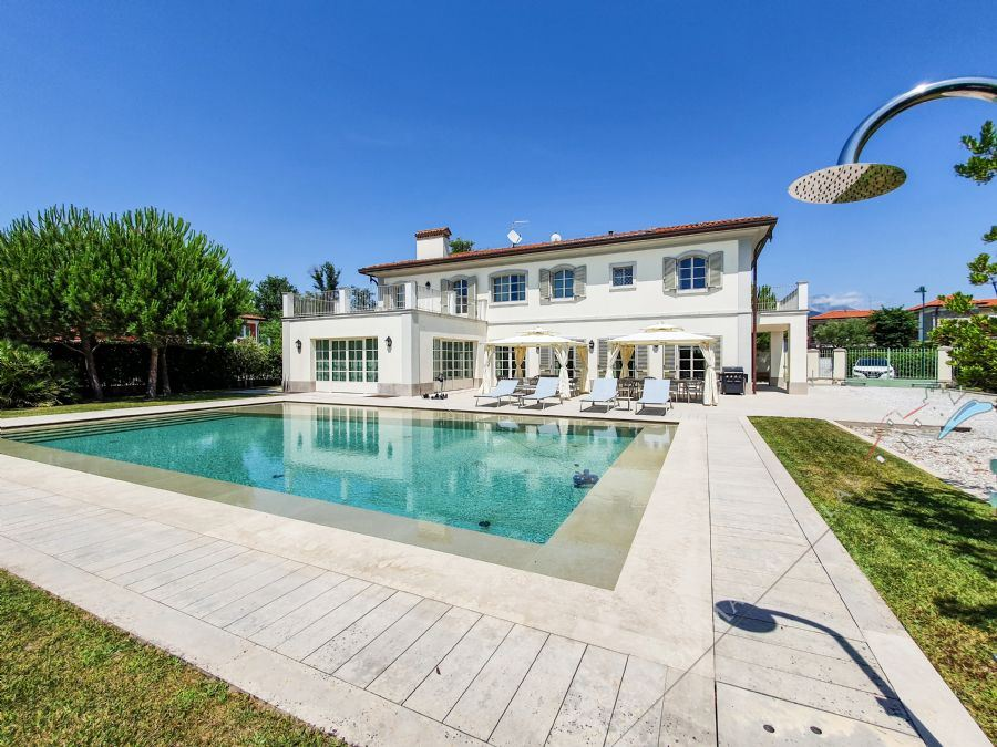 Villa Bernini detached villa to rent and for sale Forte dei Marmi