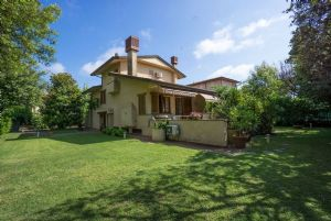 Villa Augusta: Detached villa Forte dei Marmi