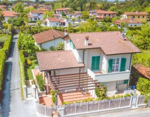 Villa Levante : detached villa to rent and for sale Vittoria Apuana Forte dei Marmi