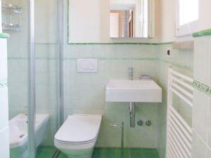 Villa Manu : Bathroom with shower