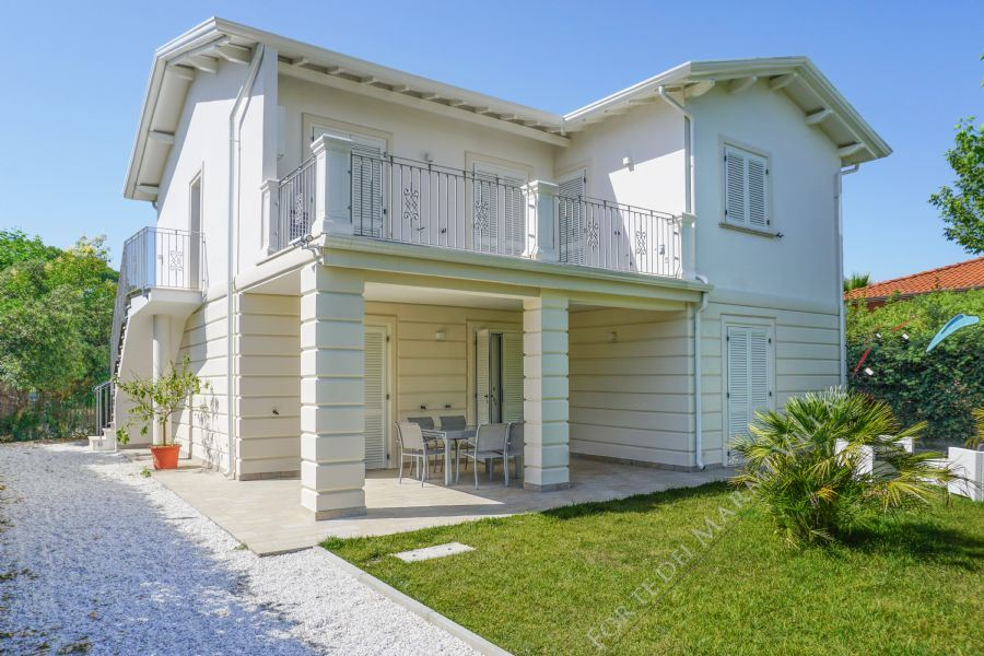 Villa Holiday - Detached villa To Rent Forte dei Marmi