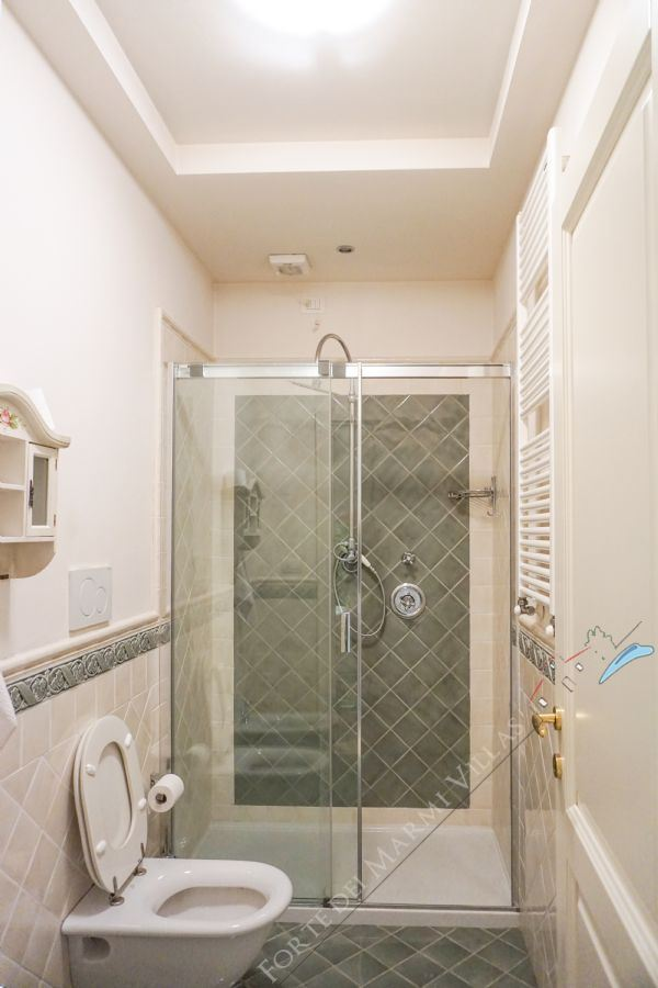 Villa Ostras : Bathroom with shower