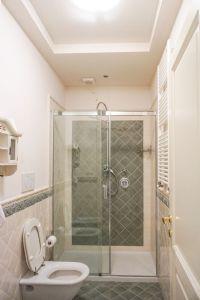 Villa Ostras : Bathroom with shower