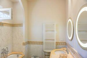 Villa Ostras : Bagno con vasca