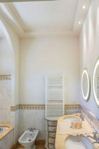 Villa Ostras : Bathroom with tube