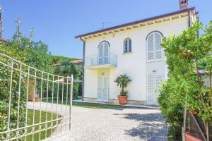 Villa Ostras: Detached villa Forte dei Marmi