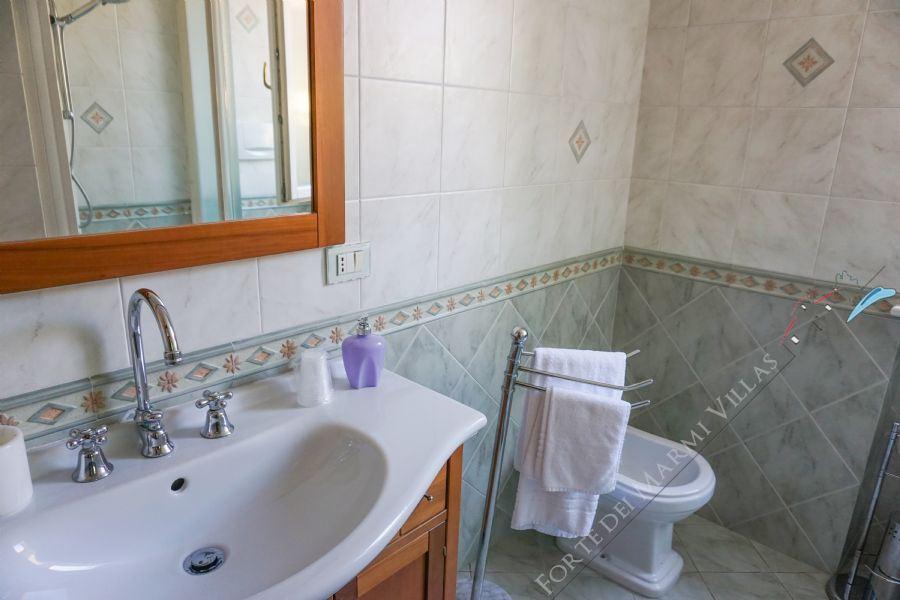 Villa La Perla : Bagno con doccia