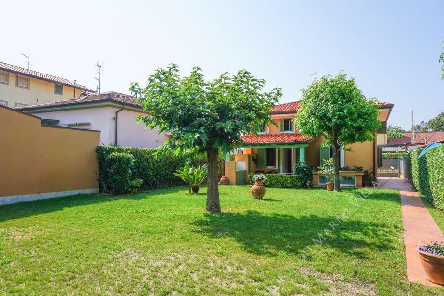 Villa La Perla : Outside view