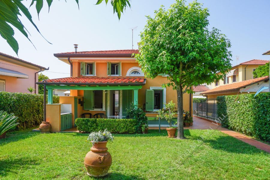 Villa La Perla - Detached villa To Rent Marina di Pietrasanta