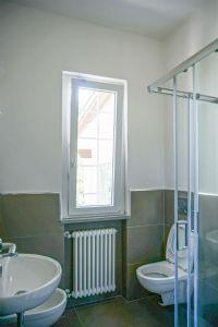Villa Delfino : Bathroom with shower