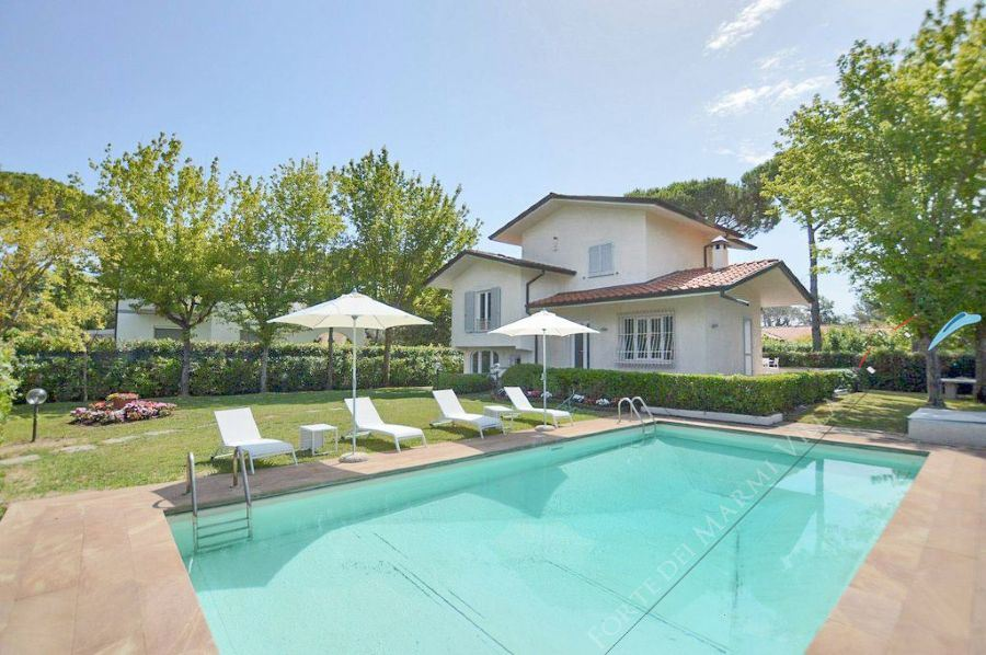 Villa Delfino detached villa to rent and for sale Forte dei Marmi
