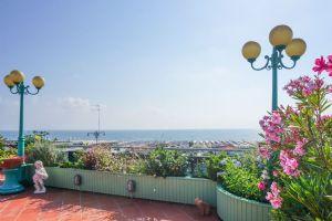 Attico Girasole: Appartamento in vendita Lido di Camaiore