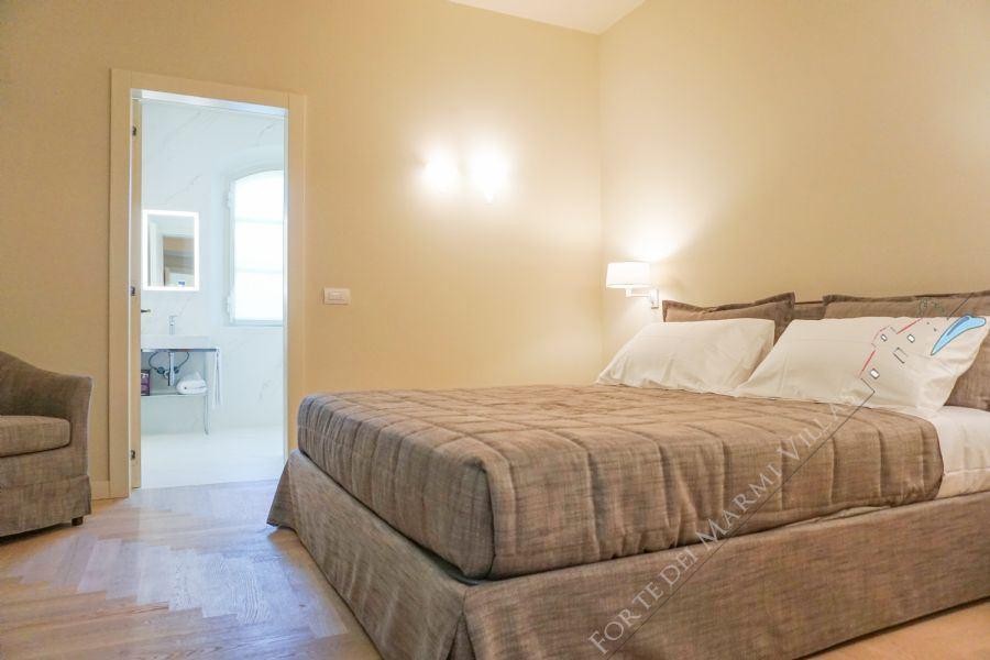 Villa Sweet : спальня с двуспальной кроватью