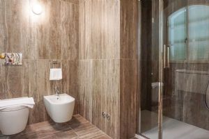 Villa Sweet : Bathroom with shower