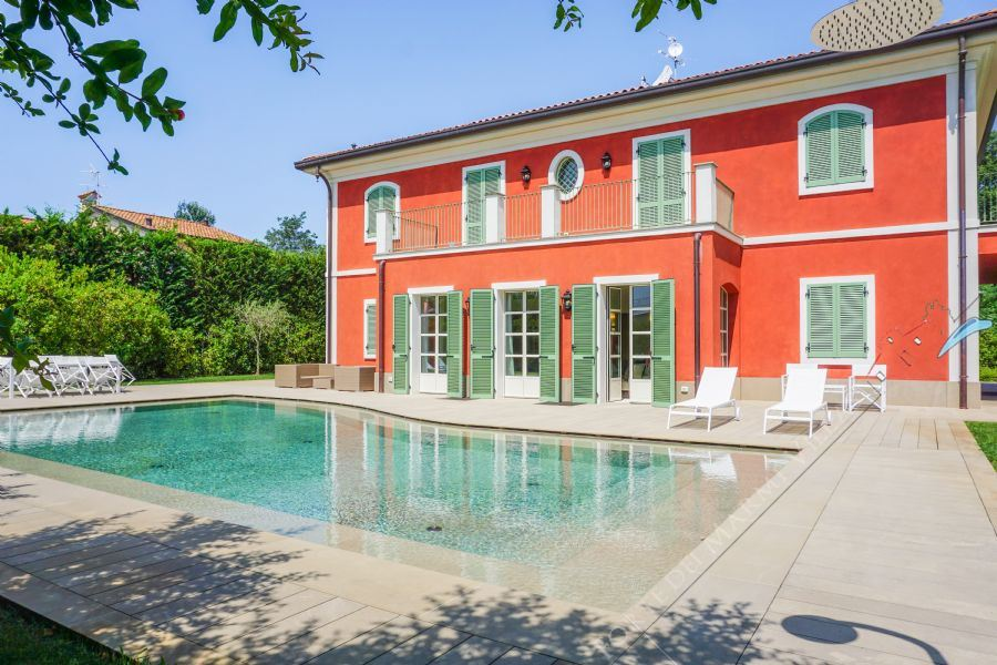 Villa Sweet detached villa to rent and for sale Forte dei Marmi